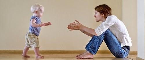 Çocuğunuzun parmak ucunda yürümesi hastalık habercisi olabilir.jpg