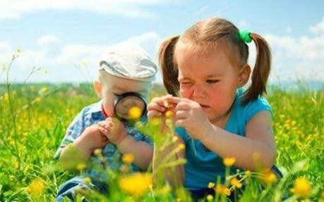 Açık hava, çocuğun doğayı keşfetmesini sağlıyor.