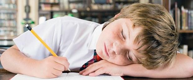çocuk-okul-uyku.jpg