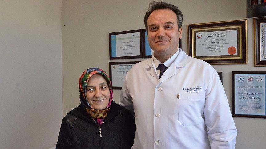 Zeynep Aydın, doktoru Ersun Topal ile.