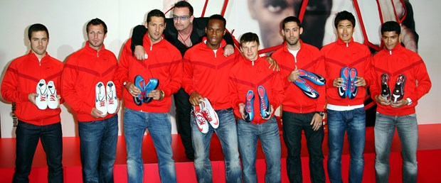 Dünya futbolcuları AIDS'e karşı el ele