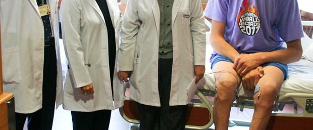 Dünyanın en uzun adamı tedavi altında
