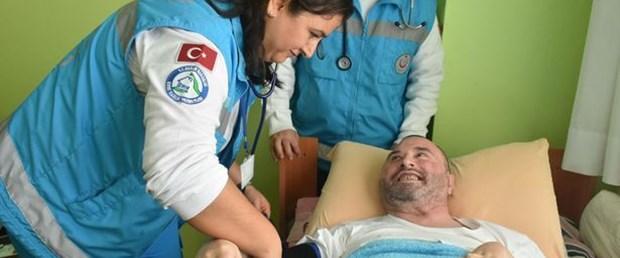 Evde sağlık hizmetinde tahliller de hastanın evinde yapılıyor