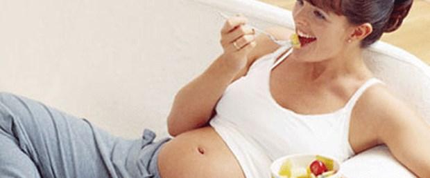 Gebe kadın statüsüne göre aş eriyor