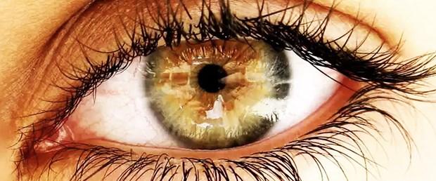 Göz-Seğirmesi-Gözün-üst-kapağı-seğrir-ihtilaç-eder-ise.jpg
