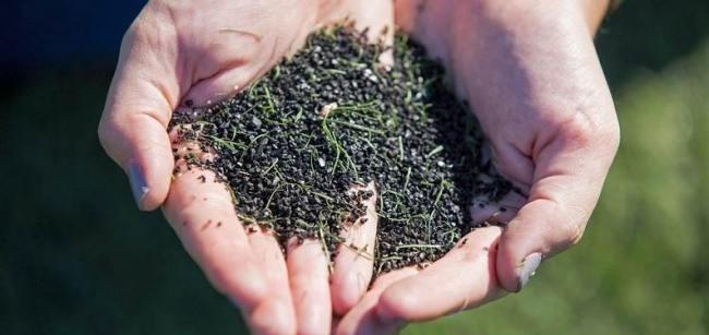 Özelllikle siyah plastik maddelerin kanseri tetiklediği belirtiliyor.