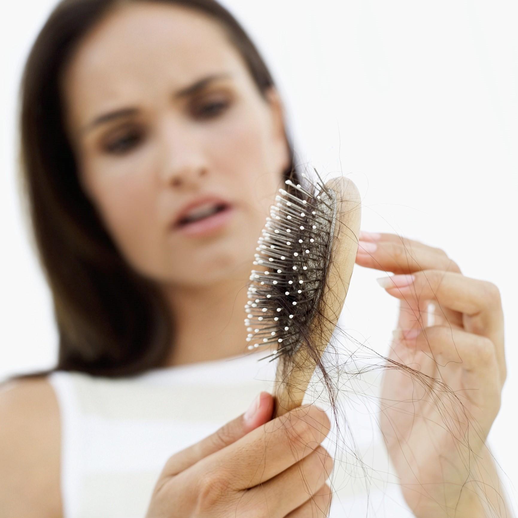 Kadınlarda Saç Dökülmesinin Başlıca Nedenleri