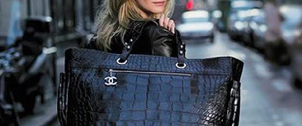 Kadınlar dikkat: Büyük çanta hasta ediyor