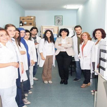 Eskişehir Osmangazi Üniversitesi Venom Laboratuvarı sorumlusu Doç. Dr. Figen Çalışkan ve öğrencileri.