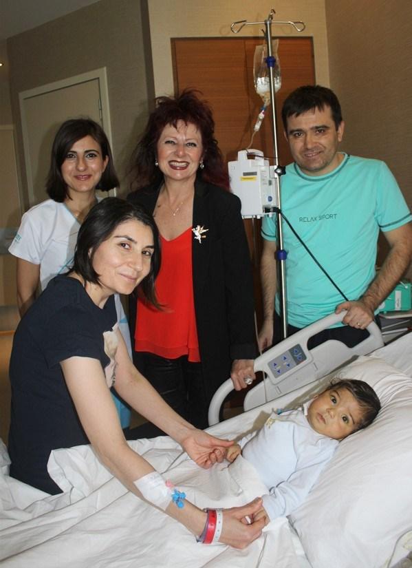 Prof. Aydoğdu (ayakta, ortada): Bebeğin ve annenin sağlığı iyi.