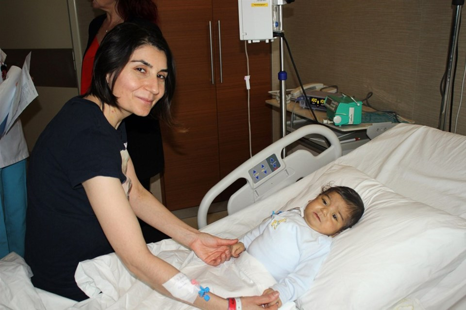 """Anne Neslihan Uzar, """"Yavrumu hayata bağladımı için çok mutluyum"""" dedi."""