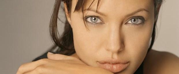 Kelly'nin boynu, Jolie'nin dudakları