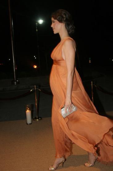 Dönmez, Demet Kutluay'ın hamileliğinde 20 kilo aldığını söylüyor.