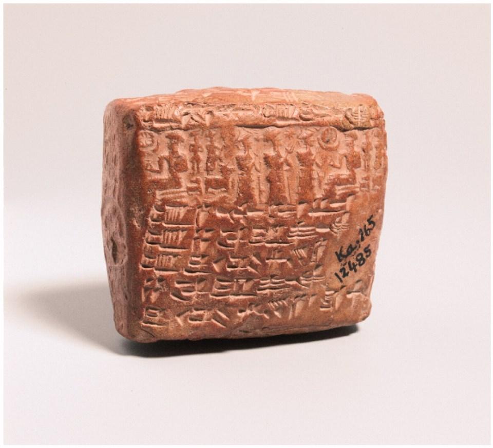 Asurlularca 4000 yıl önce çivi yazısı ile yazılmış kil tablet