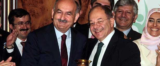 Müezzinoğlu görevi Recep Akdağ'a devretti.jpg