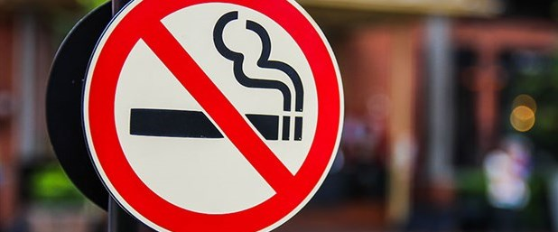 Özel araçta da sigara içmek yasak.jpg