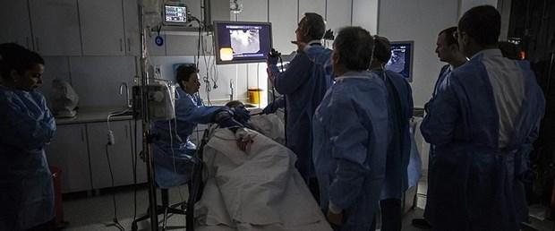 100 doktor canlı yayında izledi.jpg