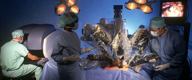 Robotik cerrahi cerrahlara da yaradı