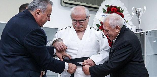 Prof. Dr. Bingür Sönmez judoda kara kuşak sahibi oldu