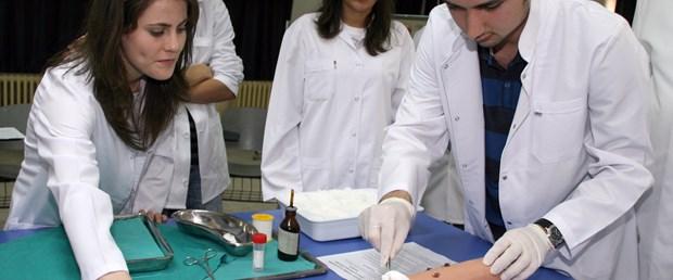 Sağlıkçılara 'kene çıkarma' eğitimi