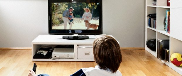 Televizyon kapandığında tepki vermeyen çocuğa dikkat.jpg