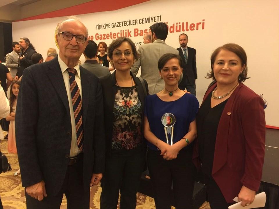 TGC Başkanı Turgay Olcayto, TGC Saymanı Gülseren Güver, Tülay Karabağ, TGC Genel Sekreteri Sibel Güneş.