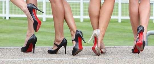 Topuklu ayakkabıda halluks valgus tehlikesi.jpg
