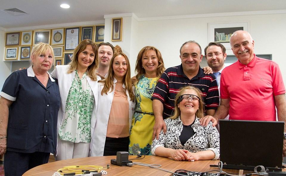 Ameliyatı gerçekleştiren ekip, Öztürk'ün mutluluğuna ortak oldu.