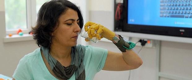 Öğrencilerden üç boyutlu yazıcıyla protez el.jpg