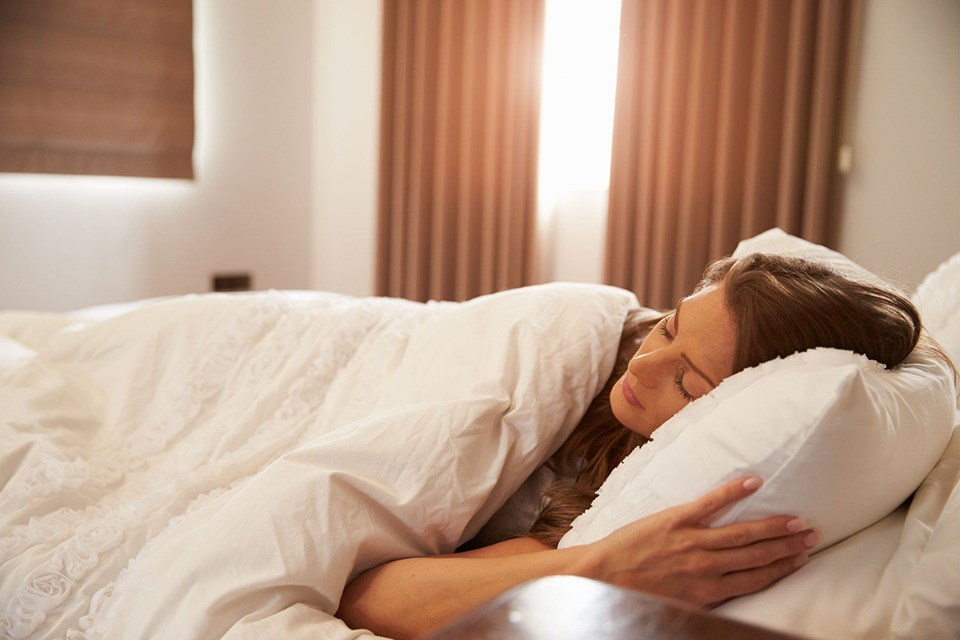 Haftasonu daha çok uyuyarak haftaiçi yorgunluğu telafi edilebilir