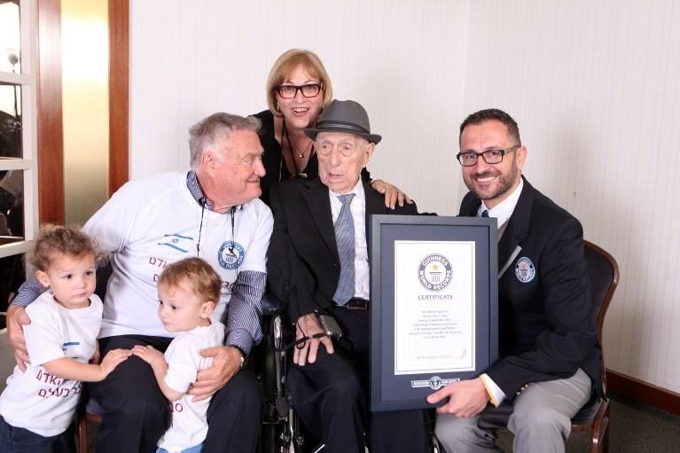 1903 yılında Polonya'da dünyaya gelen Israel Kristal, 2. Dünya Savaşı'nın sona ermesinin ardından İsrail'e yerleşti. 113 yaşındaki adam bugün İsrail'in Hayfa kentinde yaşamını sürdürüyor.