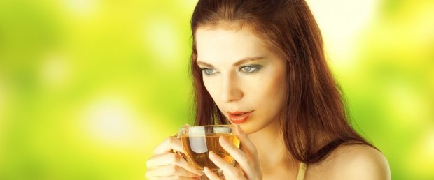 young-woman-drinking-green-tea-620x400