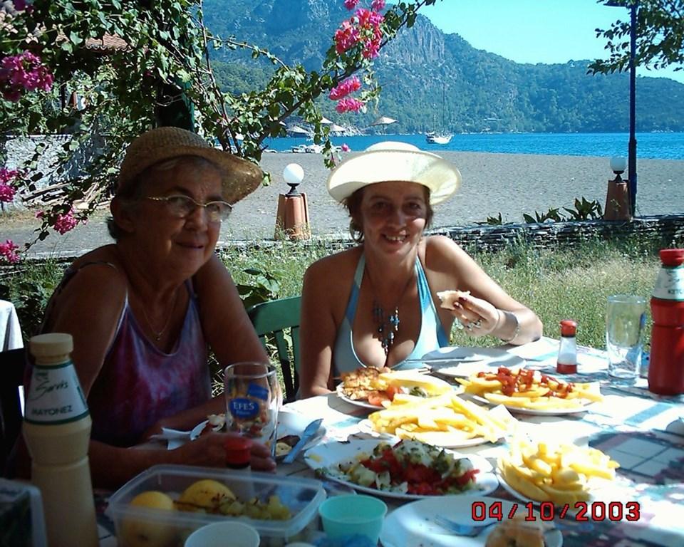 Gonca Sağnak, Cemal Süreya'nın 'Bayan Nihayet' dediği annesi Birsen Sağnak ile.