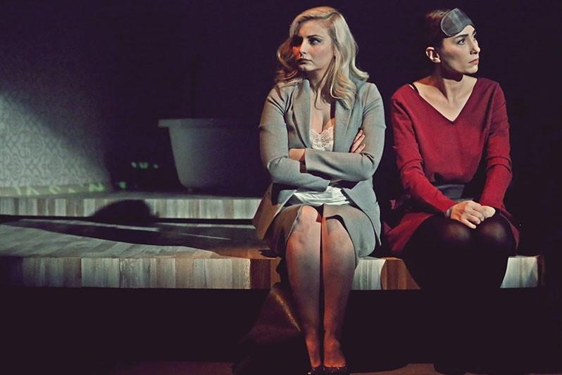 Dot Tiyatrosu'nun 'Nefesinizi Nasıl Tutarsınız?' oyunu üç dalda AfifeÖdülleri'ne aday.