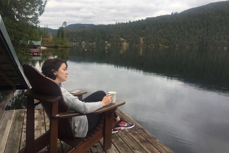 """Ayşe Acar, """"huzurlu ülke"""" Kanada'da kaleme aldığı kitabını dünyanın her yerindeki göçmenlere adamış."""