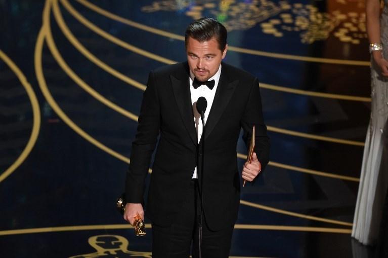 DiCaprio, 23 yıl sonra kavuştuğu Oscar heykelciği ile...