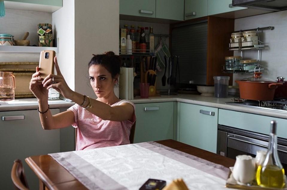 Filmde Songül Öden, Tülay Günal, Tolga Tekin, Serkan Keskin, Eraslan Sağlam, Esme Madra gibi isimler rol alıyor.