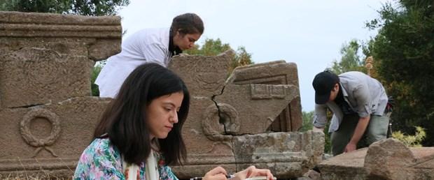 aigai-antik-kentinde-bulunan-3-bin-mezar-tarihe-isik-tutacak_3952_dhaphoto4.jpg