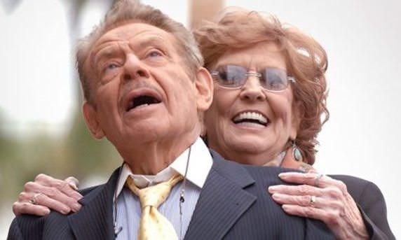 Anne Meara (sağda) eşiJerry Stiller ile birlikte