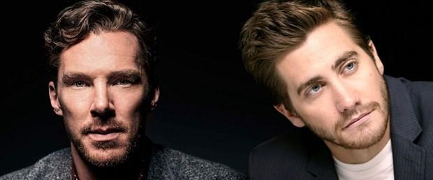 Benedict Cumberbatch ve Jake Gyllenhaal.jpg