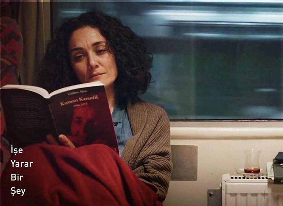 Başak Köklükaya, Adana Film Festivali'nden en iyi kadın oyuncu ödülünü aldı. Para kazanmak için avukatlık yapan asıl tutkusu ise şiir yazmak olan ve birçok kitap çıkaran şair Leyla rolü ile bence ödülü haketti.