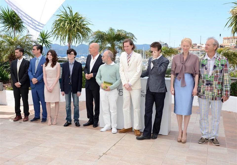 Cannes perdelerini açtı