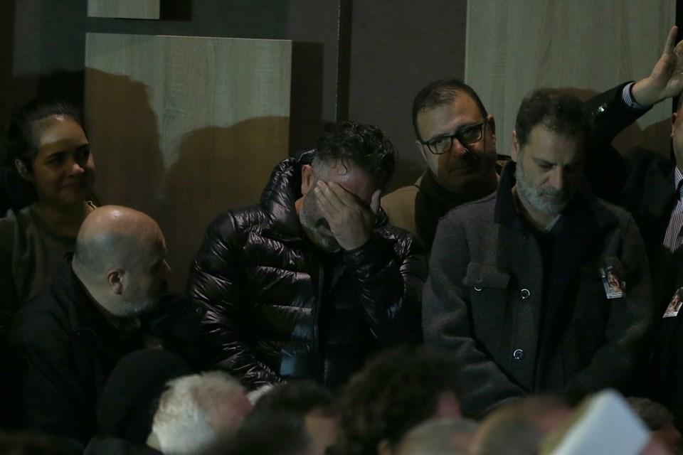 Cem Yılmaz, gözyaşları içinde töreni izledi.