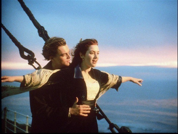 Batan Titanik gemisinde yaşanan aşkı konu edinen1997 yapımı 'Titanic' filminde Leonardo DiCaprio ve Kate Winslet başrollerde yer aldı.