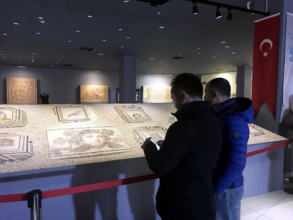 Çingene Kızı mozaiği, Çingene Kızı, Çingene Kızı sergi