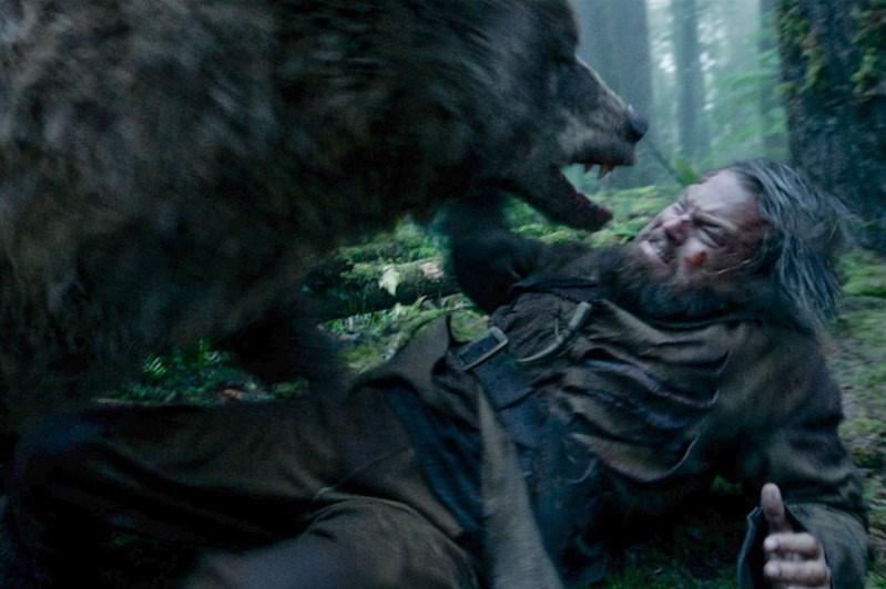 DiCaprio'yaOscar kazandıran The Revenant filminde ayı ile dövüştüğü sahne...