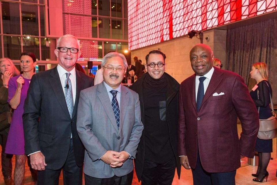 Açılışa (soldan sağa) San Francisco eski Belediye Başkanı Willie Brown, sanatçı Refik Anadol, San Francisco Belediye Başkanı Ed Lee katıldı.