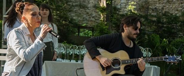 Kula eşi Sertab Erener ile 'Radyo Boğaziçi Müzik Ödülleri' töreninde birlikte sahne almıştı.