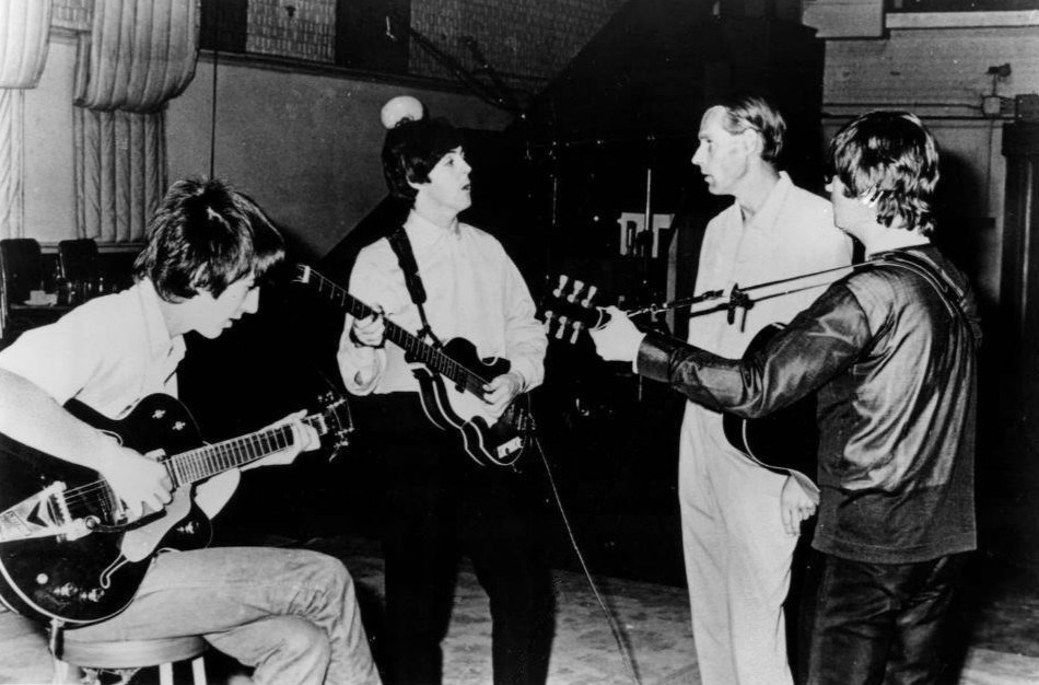 Martin, Beatles grubu üyeleriyle birlikte.