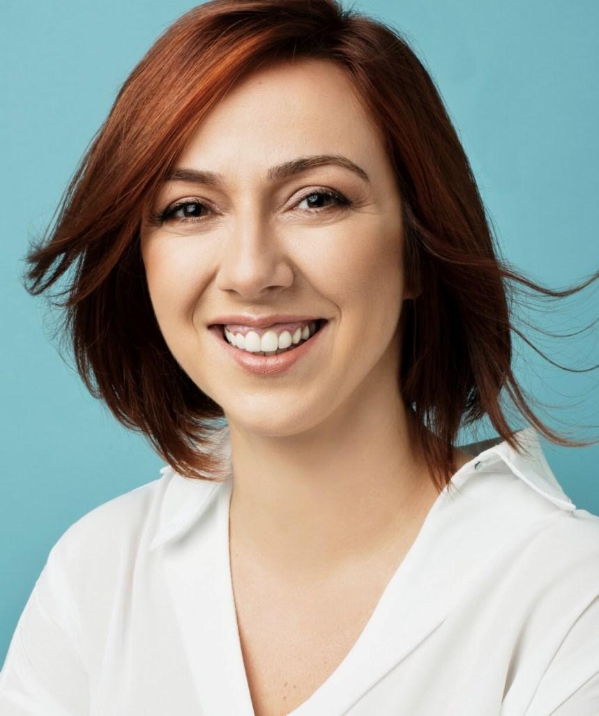 Ayşe Balıbey, ayrıca çeşitli skeçler ve reklam filmleri için metin yazarlığına devam ediyor.